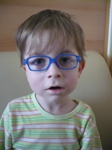 Jakub v nových brýlích